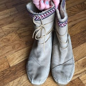 Toms Nepal suede boots